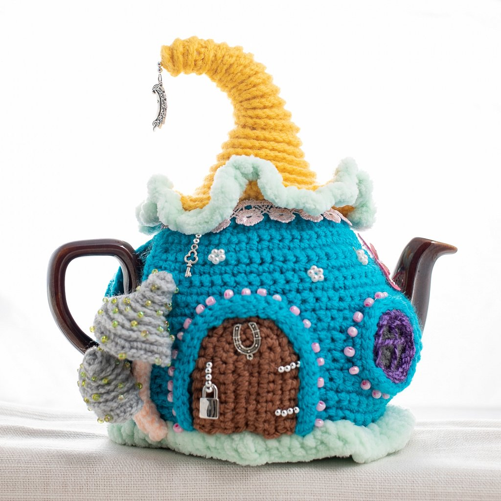 Teapot and teacosy